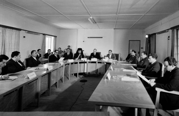 Στο πρώτο Υπουργικό Συμβούλιο, και ο Βρετανός!