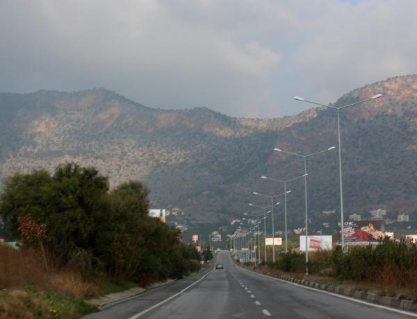 Το βουνό μπροστά.