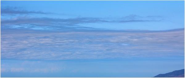 Καταπιεσμένα σύννεφα- η ψηλή πίεση εδραιώνεται.