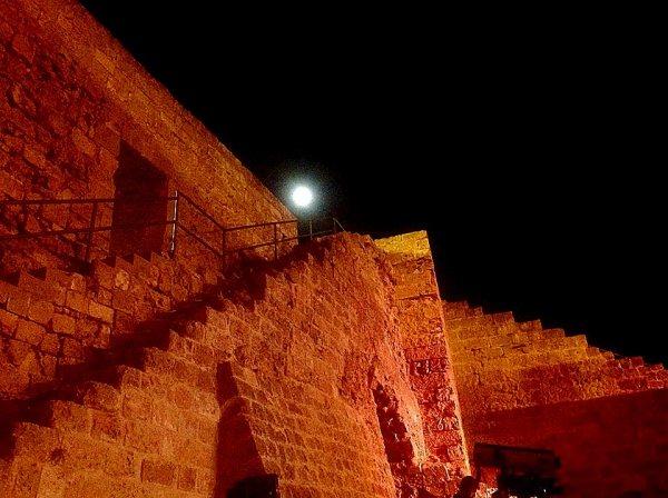 Ένα κανονικό φεγγάρι στην Αμμόχωστο ψες (Φωτογραφία: Ζωή Λόρδος)